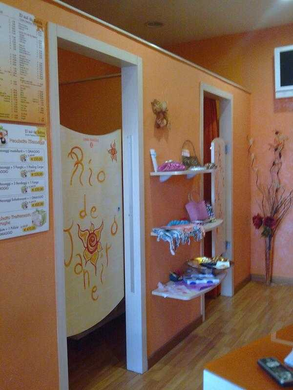 Arredo centro estetico arredamento for Centro estetico arredamento