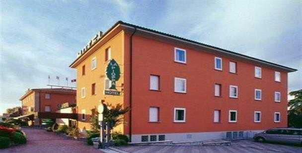 Hotel la pioppa zona aeroporto bologna for Tre stelle arreda bologna