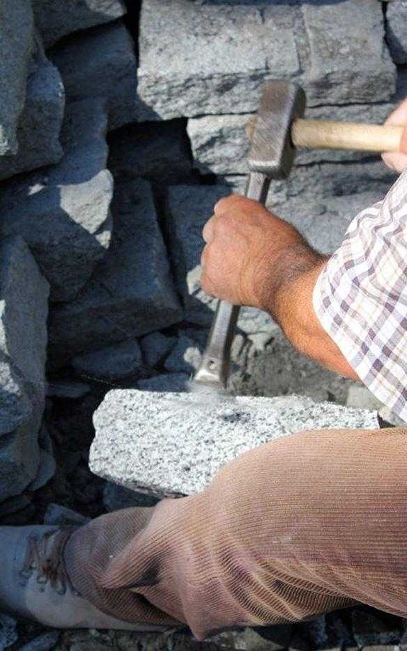 Pedretti graniti arredi in pietra carisolo for Piani di gabinetto artigiano