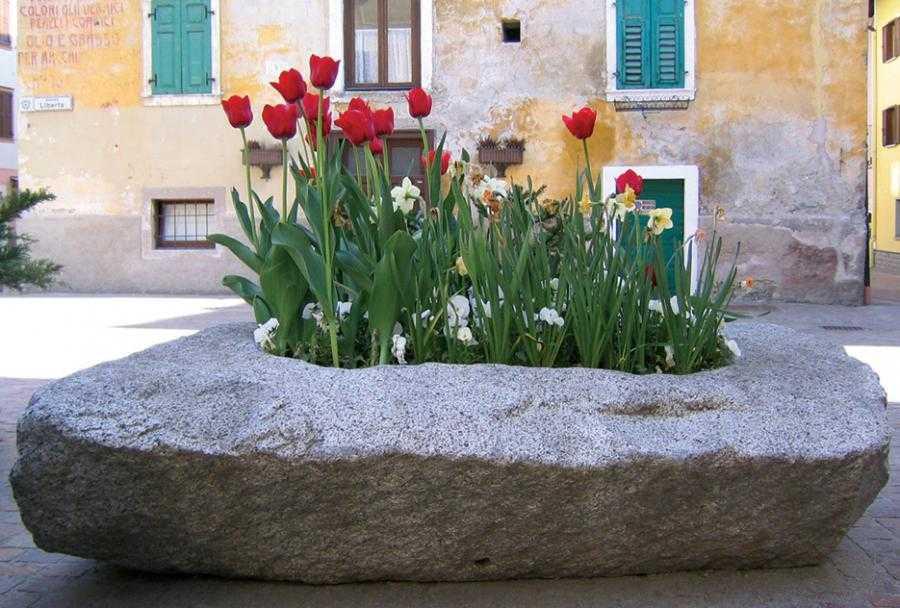 Pedretti graniti arredi in pietra carisolo for Arredo pietra